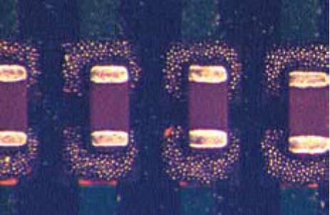 Компоненты 0201, установленные на сырую паяльную пасту, нанесенную на КП типоразмера BEG
